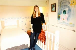 Shauna_Naylor_in_the_comfortable_therapy_room